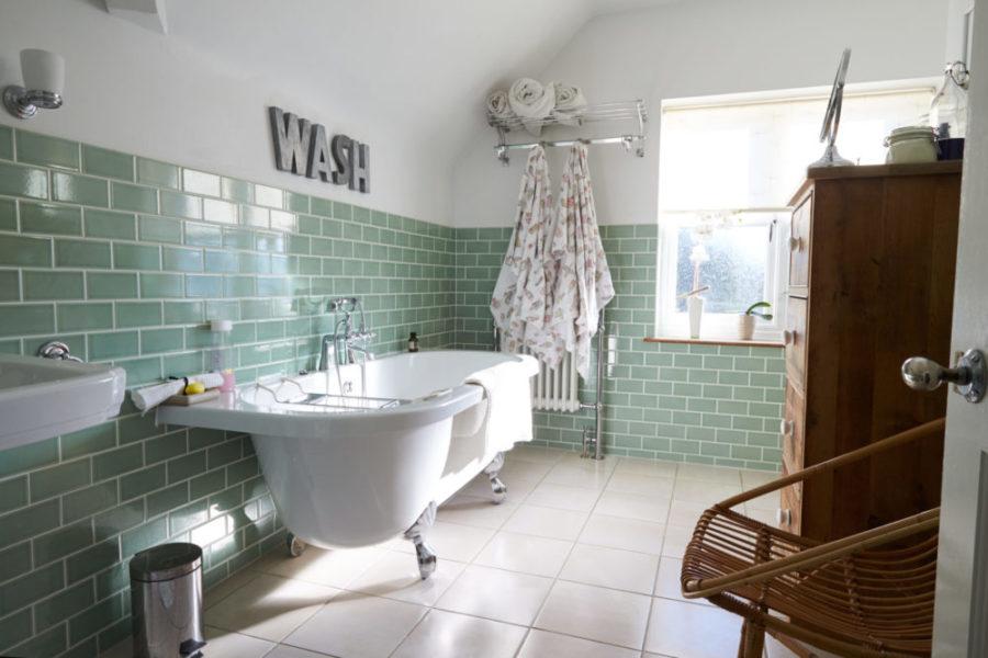 Badezimmer zum Wohlfühlen und Entspannen scaled