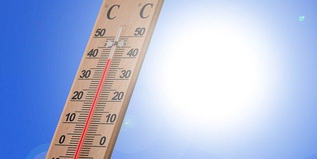 Bei hohen Temperaturen kann ein Klimagerät ohne Abluftschlauch Kühlung bringen.