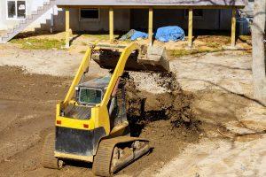 Beim Hausbau sollte besonderes Augenmerk auf die Erdarbeiten gelegt werden. Foto photovs via Twenty20