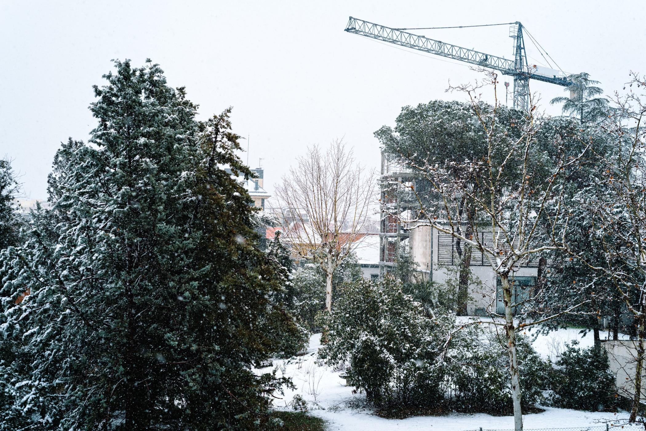Der Hausbau im Winter birgt vielfältige Risiken. Foto: JJFarquitectos via Twenty20