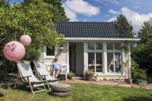 Der Strombedarf eines Gartenhauses lässt sich auch durch eine Solaranlage decken.