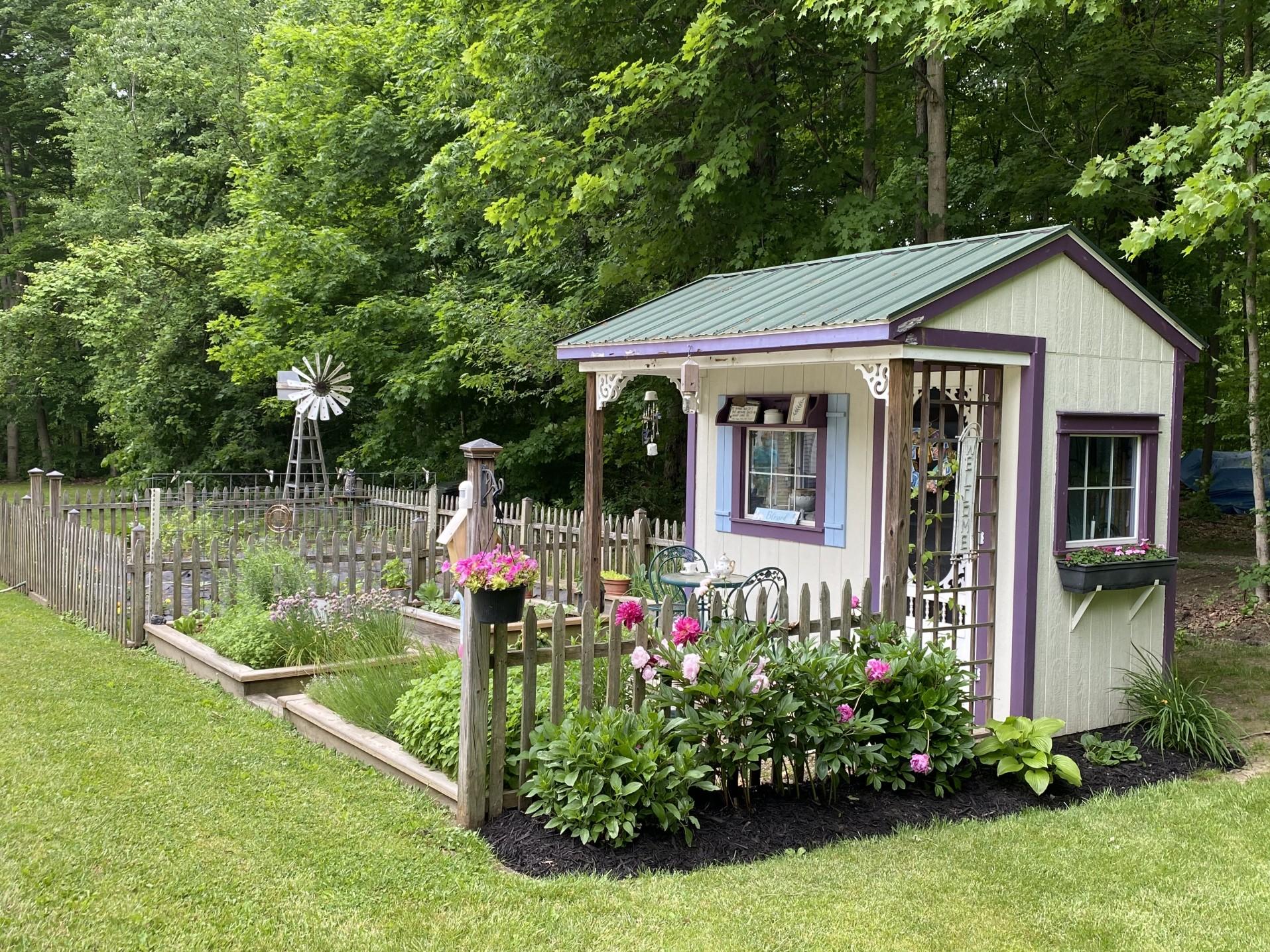 Ein Gartenhaus ist praktisch und gemütlich zugleich. Foto teach255 via Twenty20