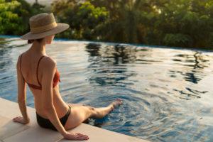 Es gibt unterschiedliche Möglichkeiten, den Pool daheim im Garten zu beheizen.