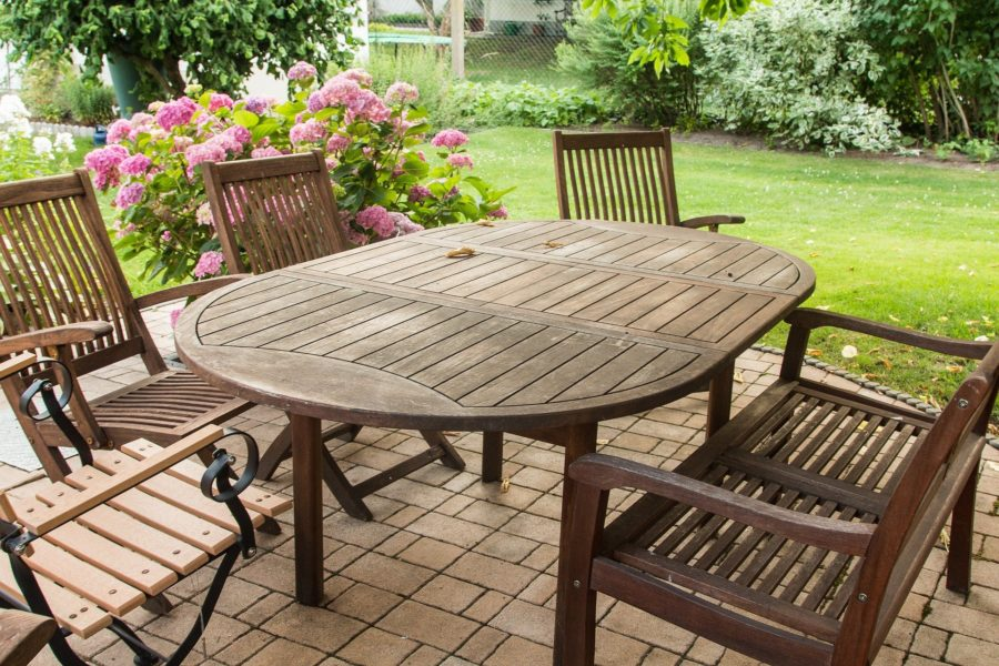 Für Gartenmöbel ist nicht jede Holzart geeignet.