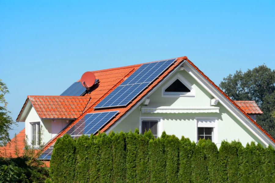 KfW Förderung für Fertighaus mit Photovoltaik Anlage scaled