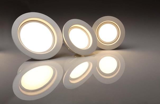 LED-Leuchten sorgen nicht nur für optimale punktuelle Licht-Highlights, sondern reduzieren auch Stromkosten um bis zu 80 %. Foto pixabay.com @ 1137303 (CC0 Creative Commons)