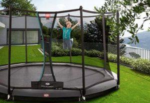Mit einem Trampolin im Garten haben Kinder einen Riesenspaß. Foto httpstrampolin-profi.de
