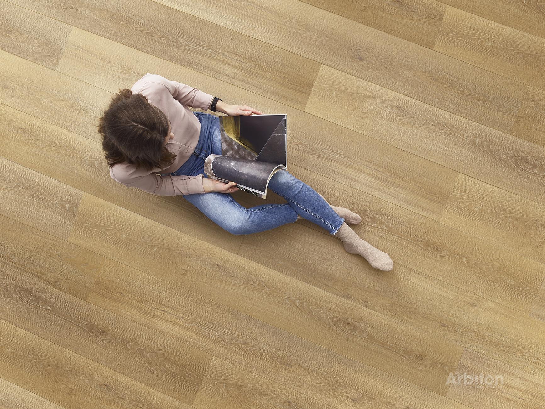 Nanotechnologie macht den Fußboden sehr strapazierfähig und erleichtert die Bodenpflege. Foto: Arbiton.