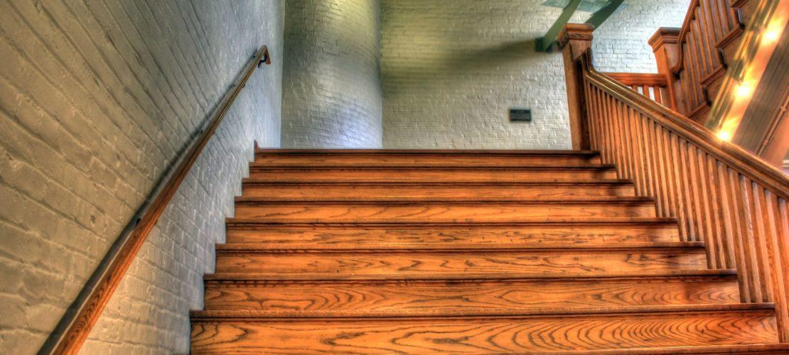 Muss Jobcenter Umzug und höhere Miete wegen Schmerzen beim Treppensteigen akzeptieren?