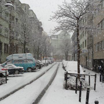 Verkehrssicherungspflicht: Wer Schnee und Glatteis vom Gehweg räumen muss